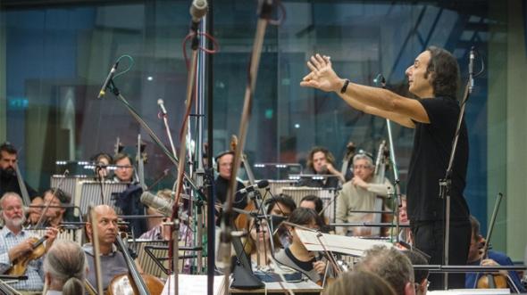 alexandre-desplat-conducting